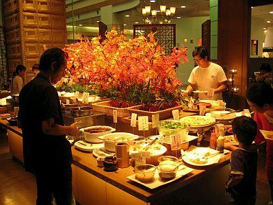 Decoracion de mesas para buffet centros y arreglos florales parte 3 - Decoracion buffet ...
