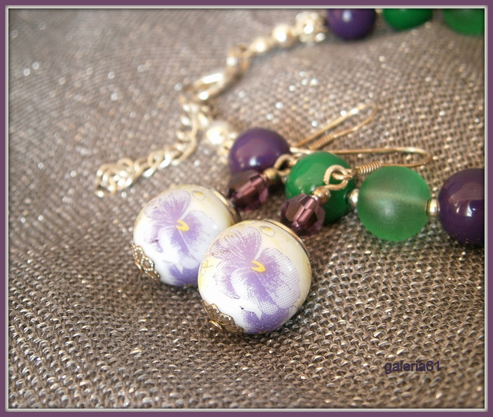 Fioletowe kolczyki i bransoletka fioletowa, zielona
