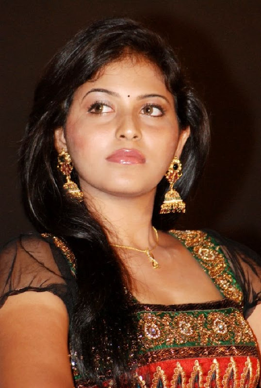 ANJALI LATEST STILLS cleavage