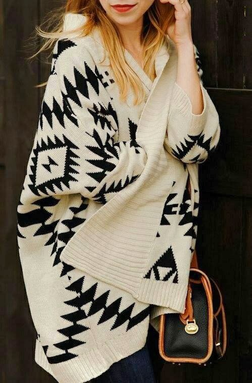 Street Style - Gorgeous Long Sweater and Suitable Handbag