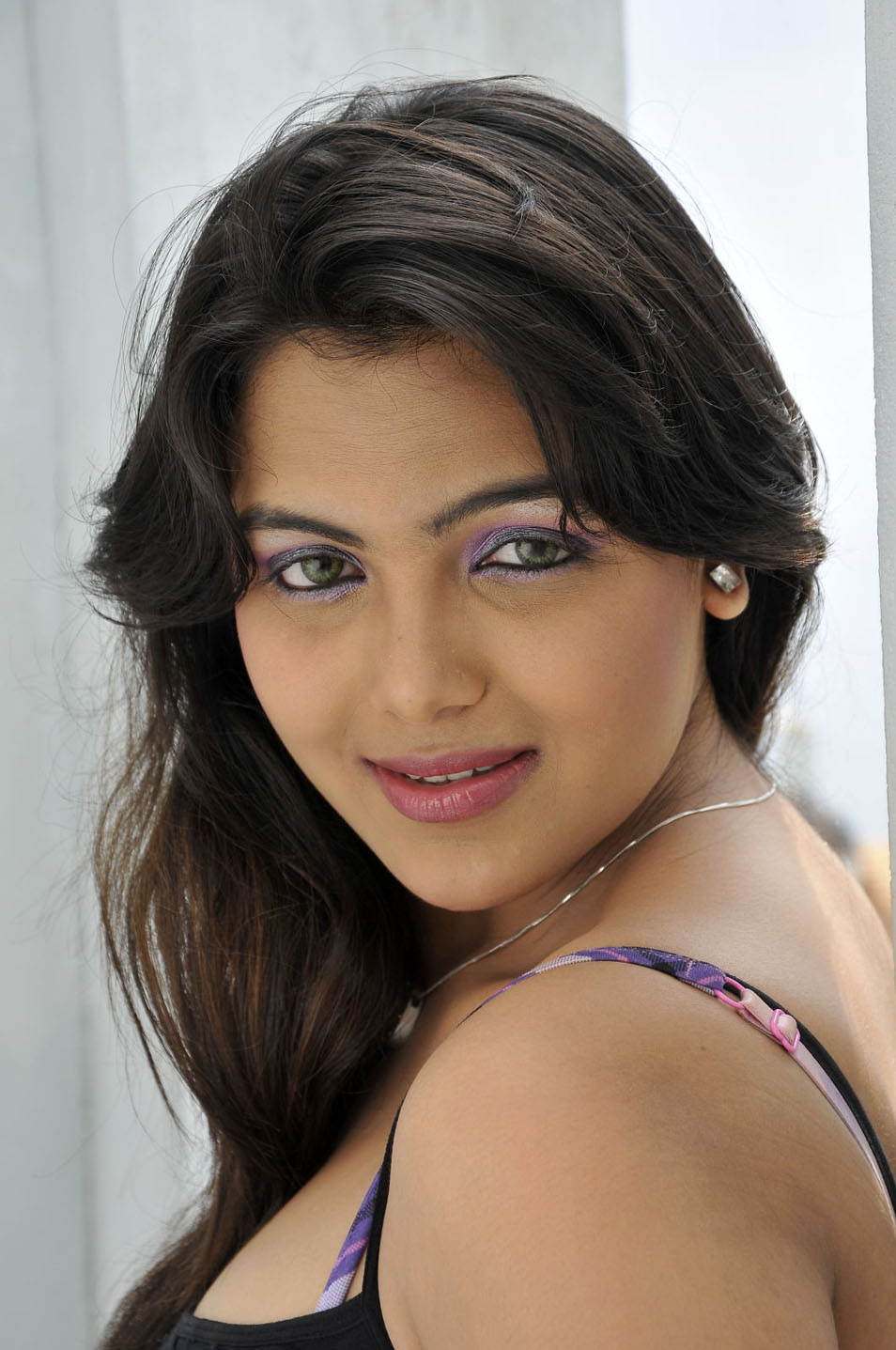 South Actress Priyanka Tiwari Spicy Wallpapers