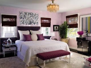 camera da letto bianca e bordeaux immagine