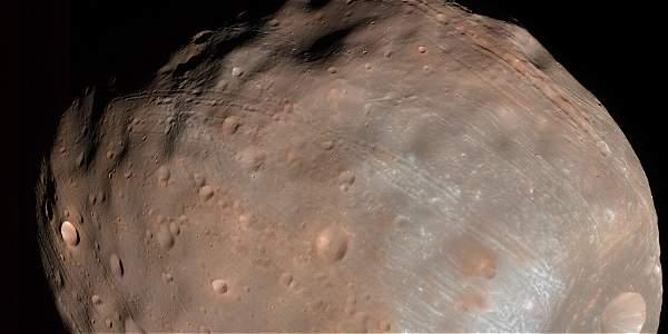 Fobos podría romperse por la presión o chocar con el planeta rojo.