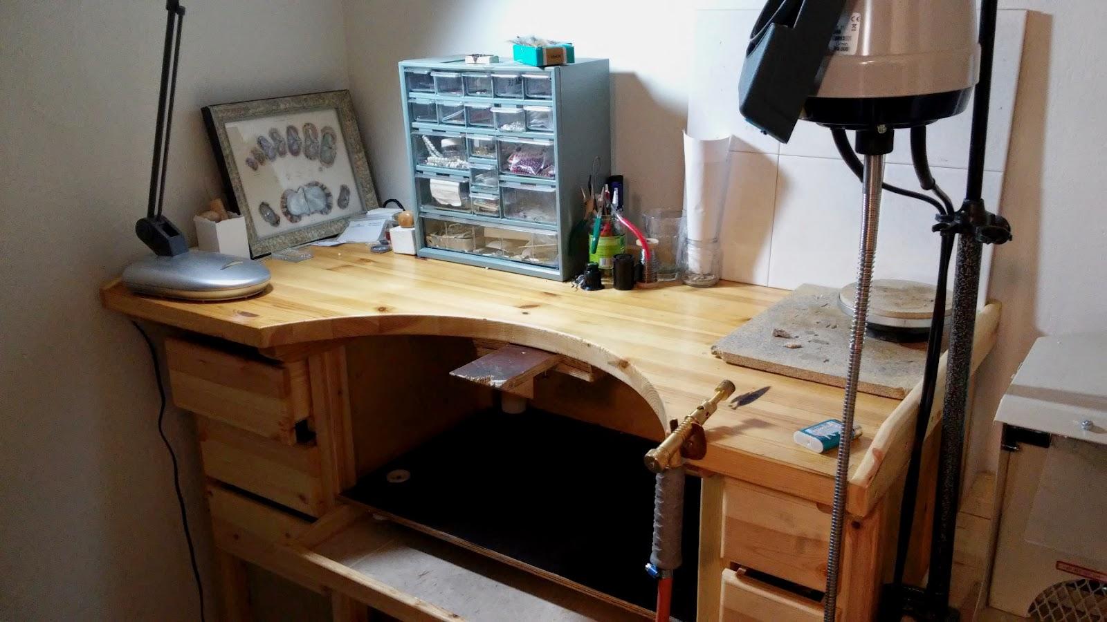 kultasepänpöytä siivous koru letkuporakone