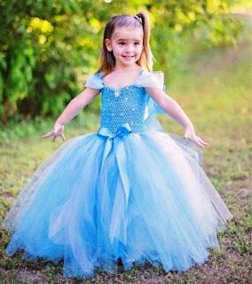 Gambar anak perempuan cantik pakai baju dress elsa frozen