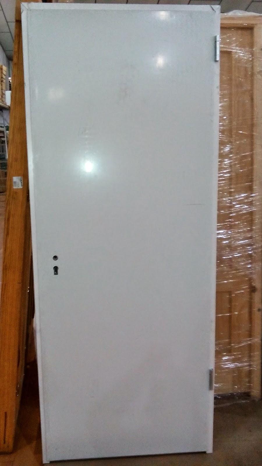 puerta auxiliar galvanizada blanca