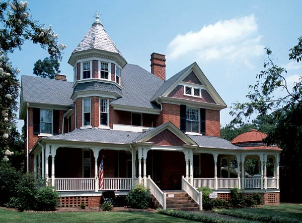 An old fashioned world old house styles - Types of victorian homes ...