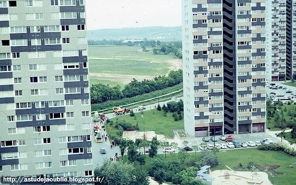 Architecte: Jean Ginsberg.  Architectes d'opération: Max Doignont-Tournier, Louis Marceau.  Architectes collaborateurs: André Ilinski, Schultz Van Treeck.  Construction: 1959 - 1965