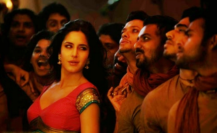 Katrina Looking Hot In Chikni Chameli Item Song from movie Agnepath ...