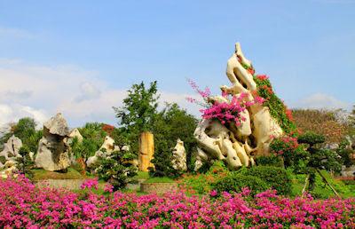 Parque de las piedras de millones de años en Pataya, Tailandia. (Lugares turísticos para visitar)