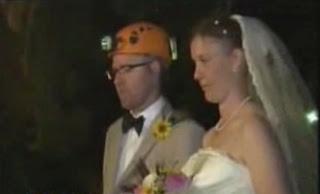 Pernikahan Unik | Orang Ini Menikah di Gua Bawah Tanah Sedalam 50 Meter