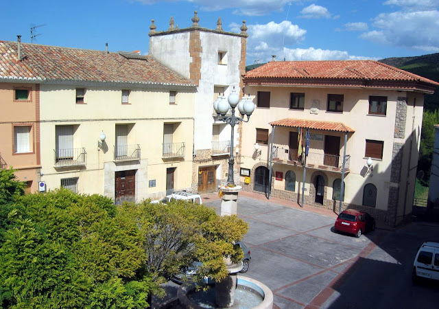 plaza-ayuntamiento-torrebaja