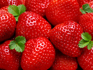 Fresh Strawberries Close Up HD Wallpaper