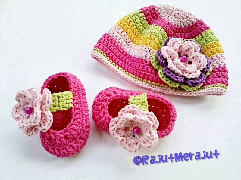 topi bayi rajut, crochet baby hat, baby hat, topi rajut, rainbow color, crochet baby hat rainbow color, set of baby stuff, baby booties, sepatu bayi, sepatu rajut