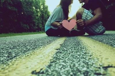 كيف تعرفين اذا كان يحبك ام لا  - he loves me he loves me not