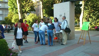 Recogida de Firmas en el parque contra el desmantelamiento del hospital