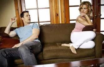 تعرف على الآثار الجانبية للزواج الفاشل - رجل امرأة زوجان يكرهان بعضهم يتشاجران يتناوشان - man woman fighting
