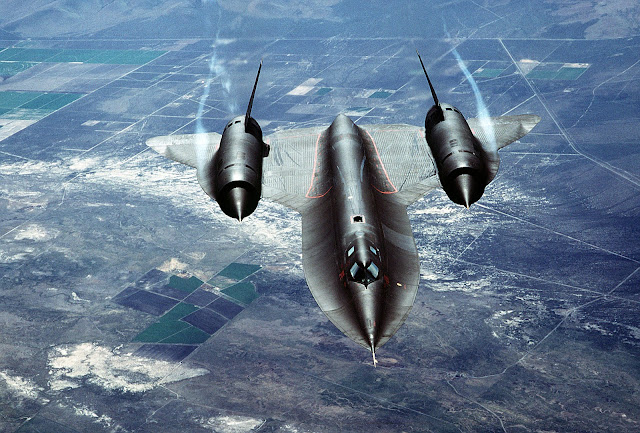 Air-to-Air overhead front view of SR-71A