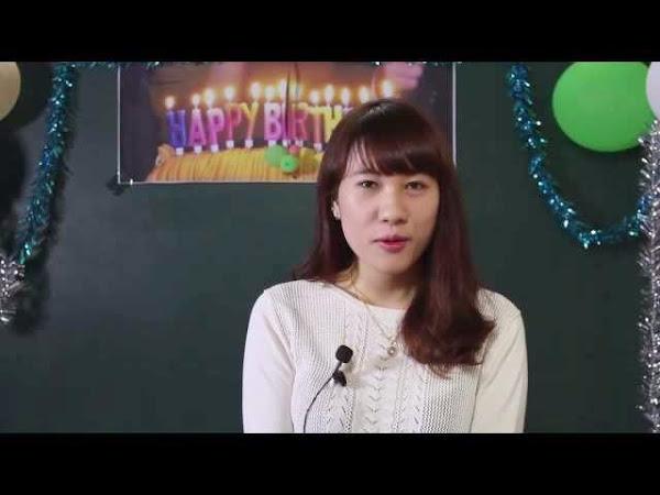 Cô giáo Anna dạy tiếng Anh
