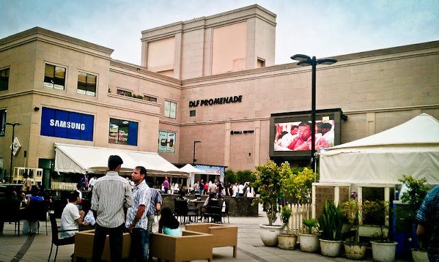 Mobile-giri at DLF Promenade Mall in Vasant Kunj, Delhi !!! : Recently I have been to Vasant Kunj and planned to visit very popular Mall call