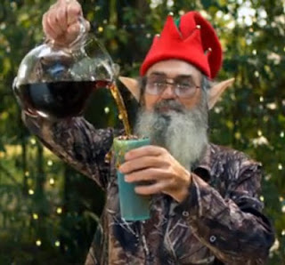 Si Robertson pouring tea into cup
