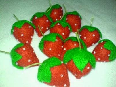 Cara Membuat Strawberry Bertangkai dari kain flanel.