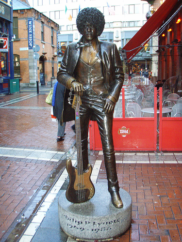 Statue Of Thin Lizzy S Phil Lynott Damaged In Dublin Vvn