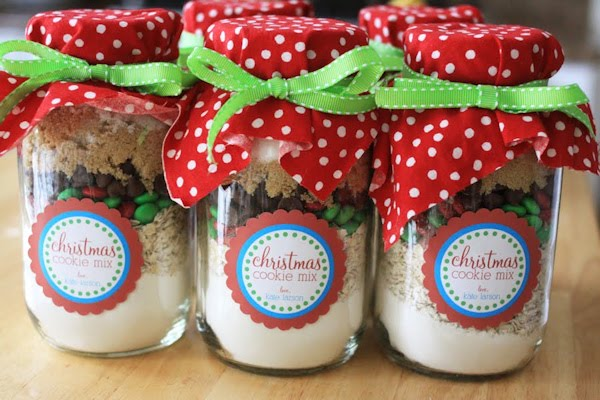 ... cookies because they look beautiful layered in a jar. You can find the  recipe at The Larson Lingo along with a free printable label like the ones  shown ... - Stretching The One Income Dollar: Affordable Holiday Gift Ideas