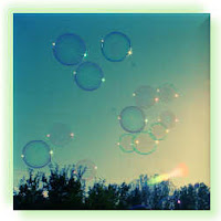 Zeepbellen in zonlicht