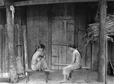 Thiếu nữ Đà Lạt xưa ở trần trong đời thường