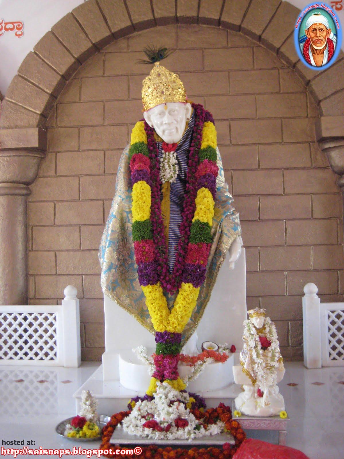 Gaul Wallpapers New Year Alankar At Sri Shirdi Sai Baba Mandir
