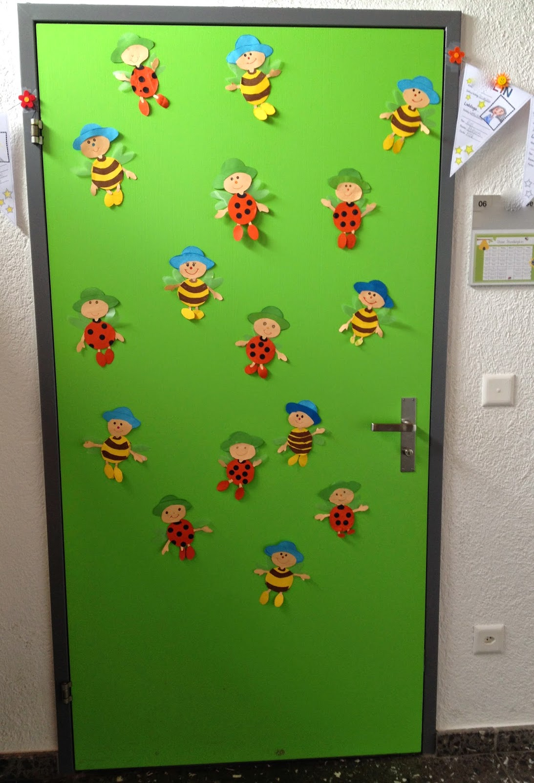 Klassenkunst t r dekoration for Bienen dekoration
