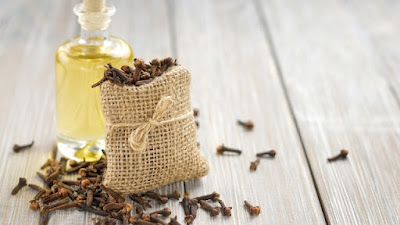 How to Use Clove Oil For a Toothache