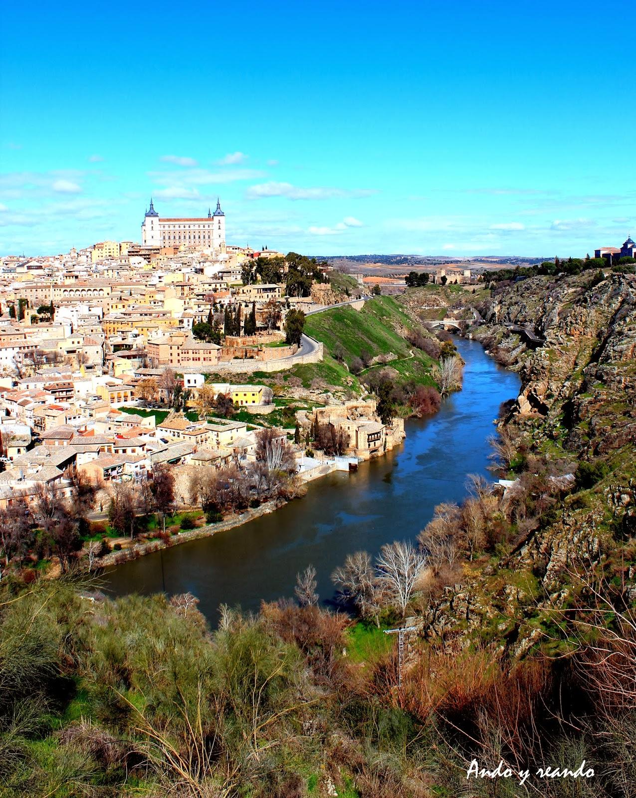 Panorámica del río Tajo y Toledo desde la carretera de circunvalación