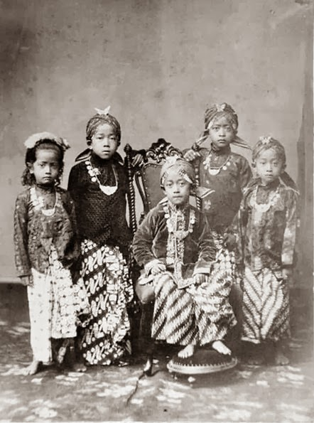 oldindische princes and princesses in the kraton