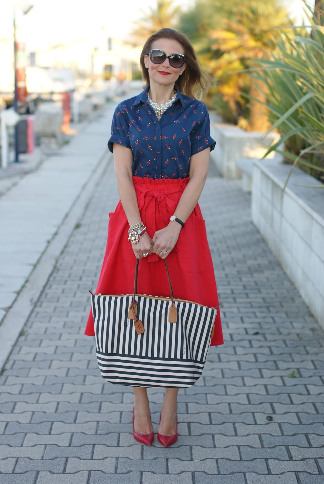 Chic holiday stile with a Robertina stripe bag and Asos red linen midi skirt on Fashion and Cookies fashion blog