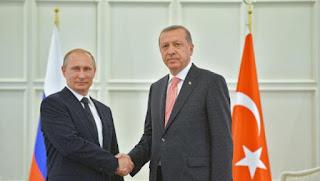 Presiden Rusia Vladimir Putin (Kiri) bersama Presiden Turki Erdogan (kanan)