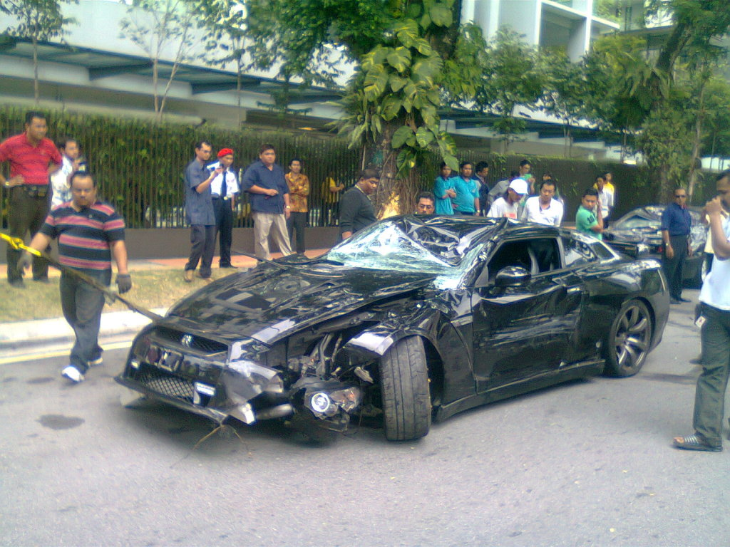 Pictures And Hot Stuff Nissan Gtr Crash