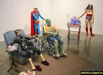 foto lucu Super Hero saat Tua
