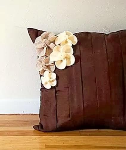 como fazer flores de feltro para aplicar em artesanatos.