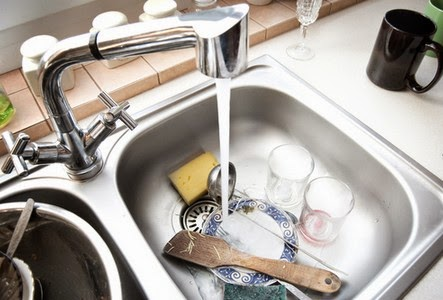Cara Menghilangkan Debu dan Kotoran di Dapur