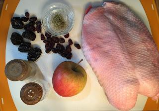 Ganso asado con manzanas, ciruelas y frutos rojos - ingredientes