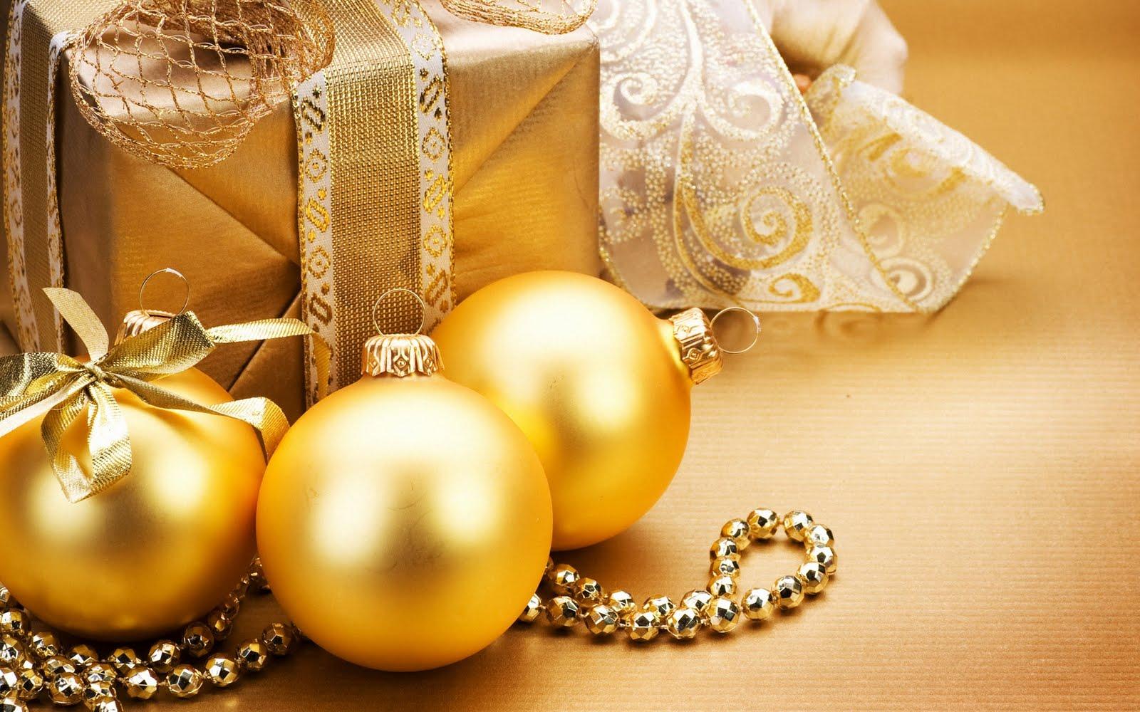 Imagem De Fundo   Prenda E Bolas De Natal Em Tons Amarelos