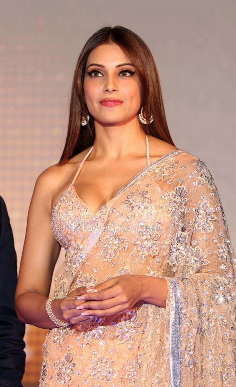 Bipasha Basu Hot Pics Latest