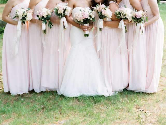 les fleurs : ribbon on bouquets : ribbon tails : blush and white