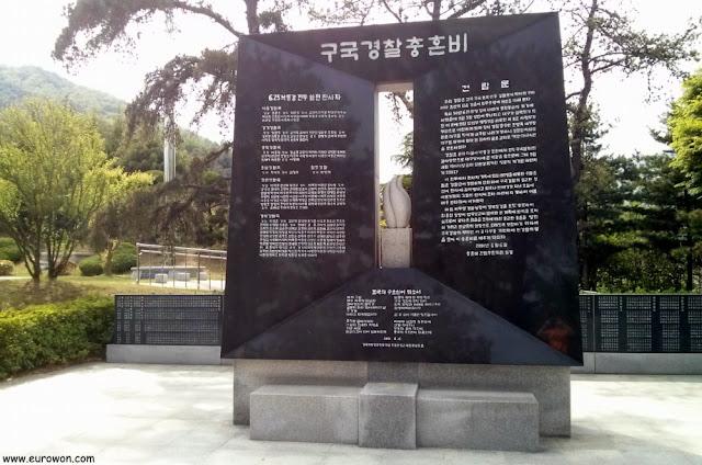 Monumento dedicado a los policías caídos en la batalla de Dabudong y Waegwan de la Guerra de Corea