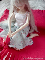 http://fromadollseyes.blogspot.com/2015/09/crafting-with-dolls-no-sew-fleece_8.html