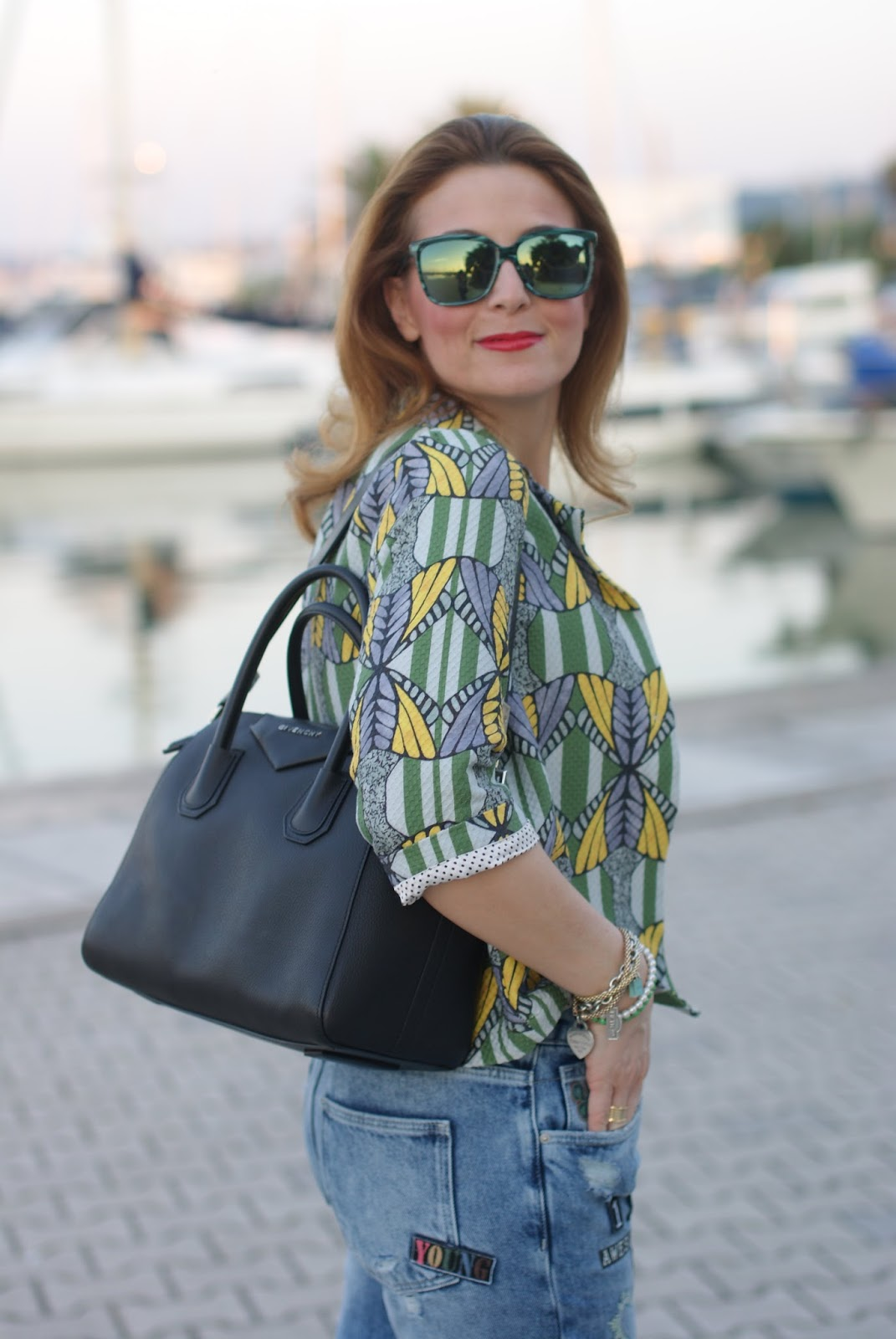 Givenchy Antigona bag, yellow Zara necklace, Hype glasses on Fashion and Cookies fashion blog