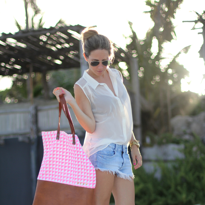 Easy chic outfit for summer. Caribbean style in Tulum by fashion blogger Mónica Sors