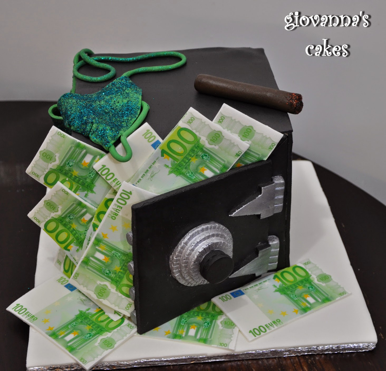 Giovannas Cakes Money In The Seif Birthday Cake